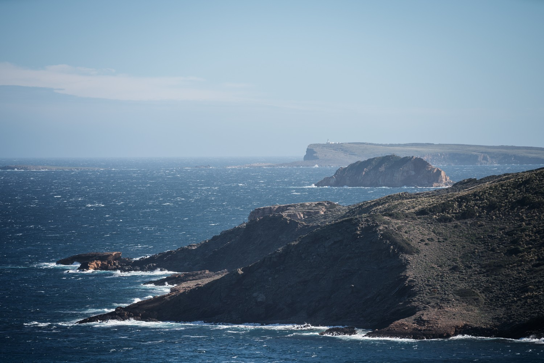 Punta des Alocs, Illa de ses Bledes i Cap de Cavalleria (Foto: Jordi Saragossa).
